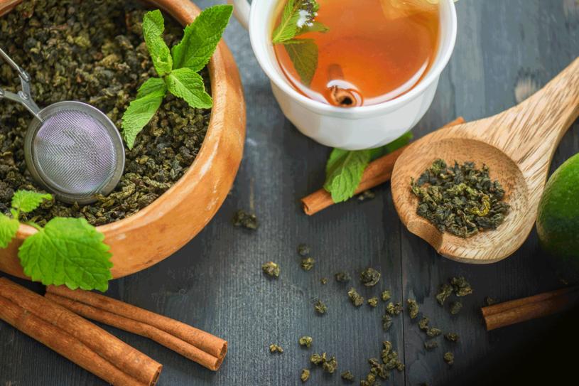 Zielona herbata to dobre źródło przeciwutleniaczy /123RF/PICSEL