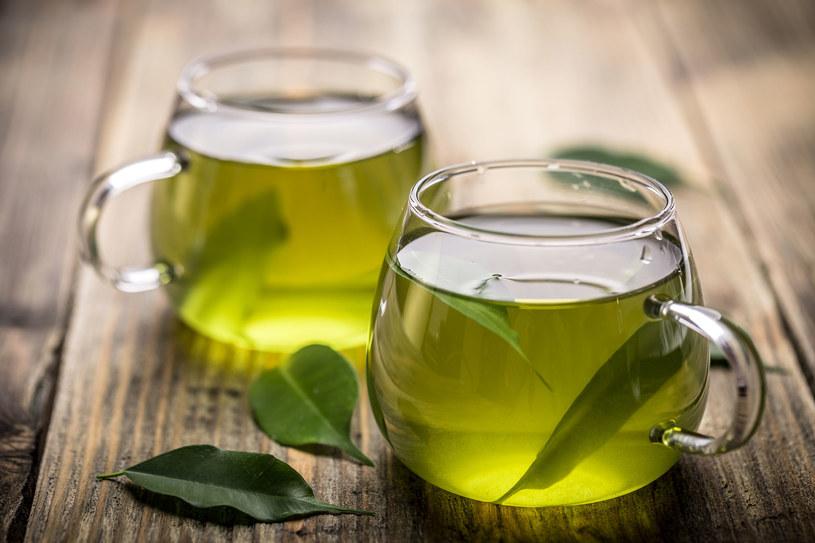 Zielona herbata to idealny towarzysz w odchudzaniu /123RF/PICSEL
