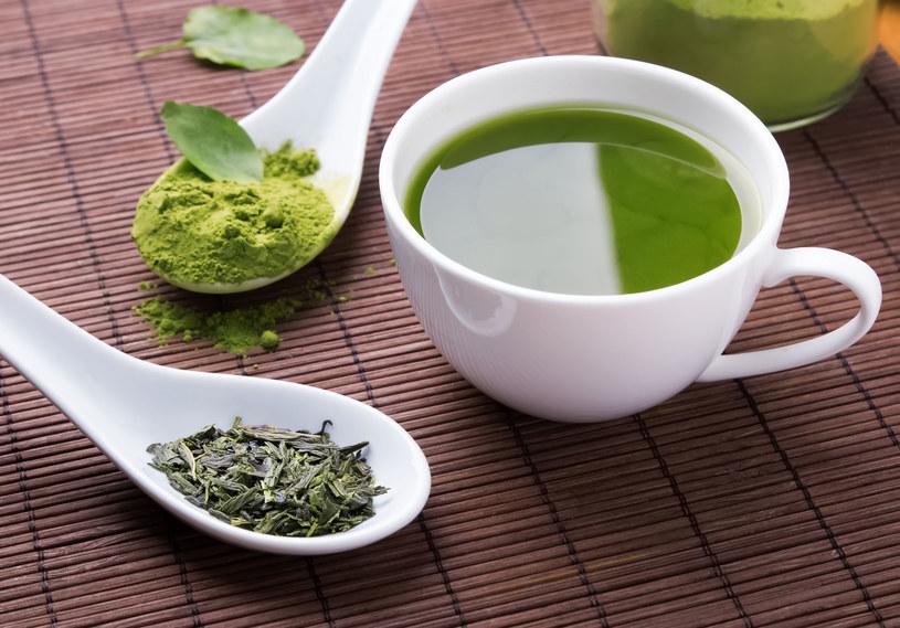 Zielona herbata to źródło cennych antyoksydantów /123RF/PICSEL