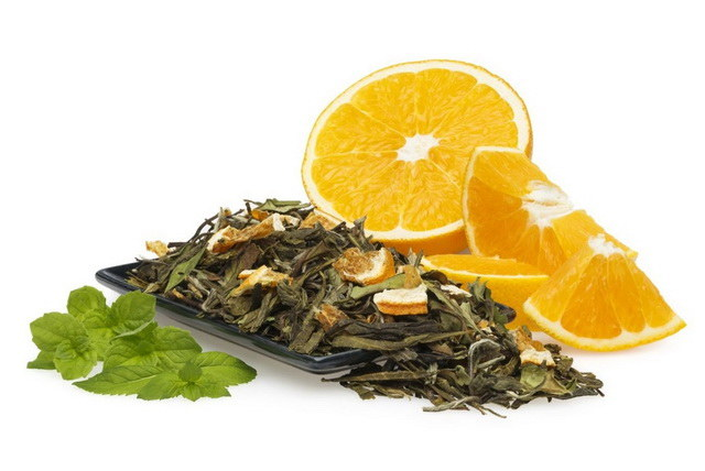 zielona herbata z pomarańczą /© Photogenica