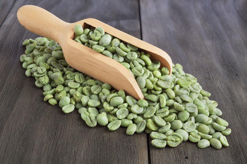 Zieloną kawę zaparza się tak samo jak czarną /123RF/PICSEL