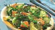 Zielona sałatka złososiem igroszkiem