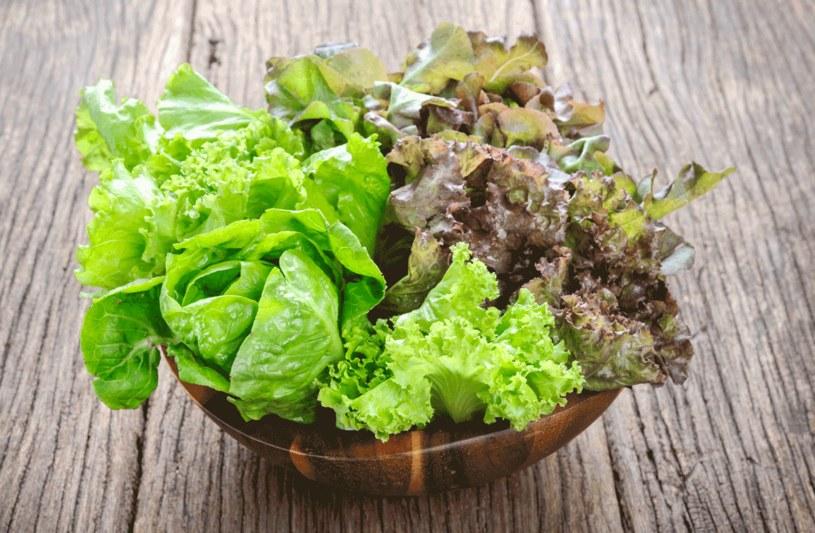 Zielone liście to jedno   z najbogatszych źródeł witaminy K /123RF/PICSEL