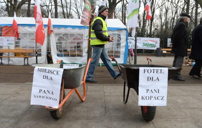 Zielone miasteczko rolników przed KPRM /PAP/Bartłomiej Zborowski /PAP