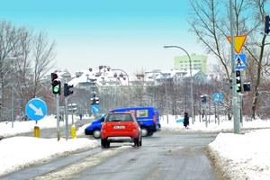 Zielone światło nie zwalnia z zachowania ostrożności przed wjazdem na skrzyżowanie. /Motor