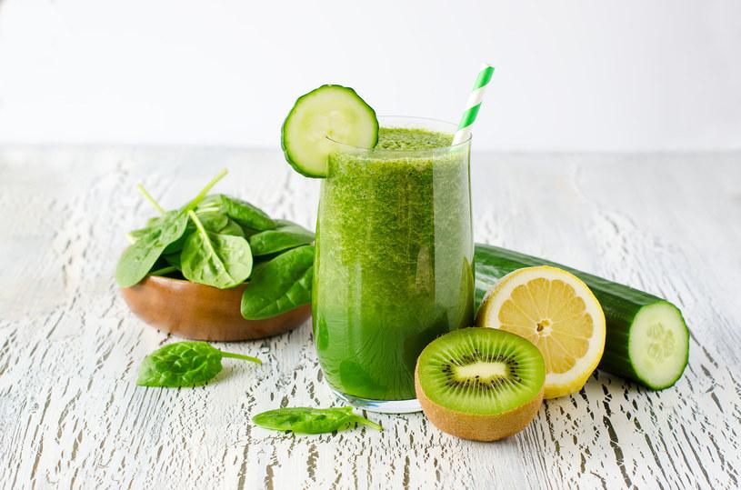 Zielone warzywa i cytrusy są w diecie zasadowej bardzo pożądane /123RF/PICSEL