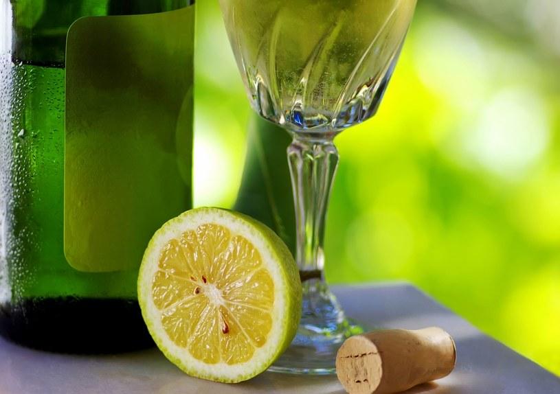 Zielone wino produkuje się z bardzo młodych winogron /123RF/PICSEL