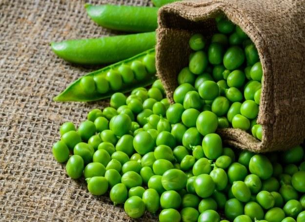 Zielony groszek możesz wykorzystać w kuchni na wiele smacznych sposobów! /123RF/PICSEL