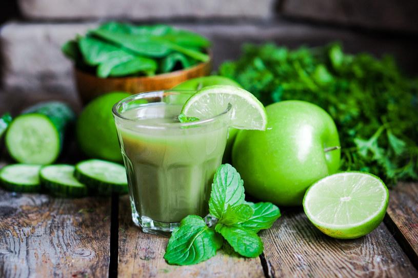 Zielony koktajl dostarczy ci wielu cennych składników /123RF/PICSEL