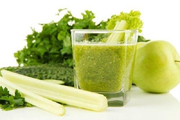 Zielony koktajl na zdrowie /© Photogenica