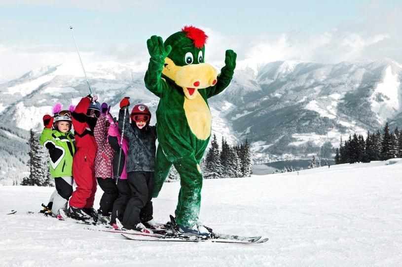 Zielony smok Schmidolin jest tutejszą maskotką © Zell am See-Kaprun Tourismus /materiały prasowe