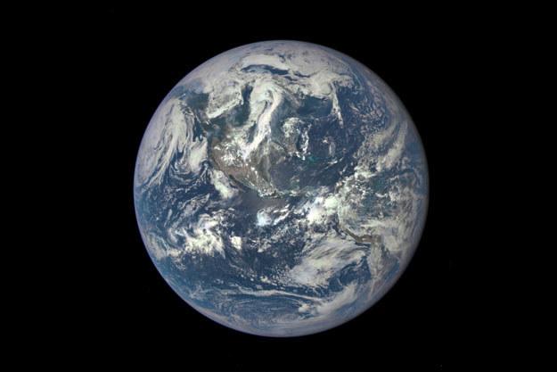Ziemia widoczna 6 lipca z odległości ponad półtora miliona kilometrów /NASA