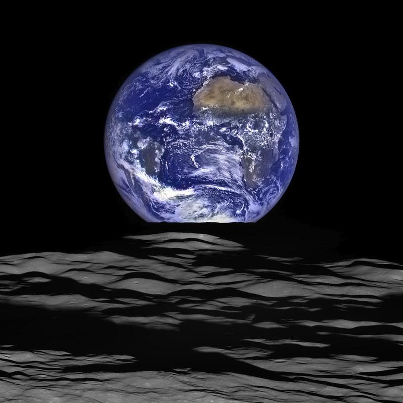Ziemia wyglądająca zza Ksieżyca na zdjęciu sondy Lunar Reconnaissance Orbiter (LRO) /NASA