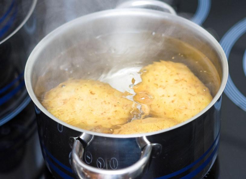 Ziemniaki włożone do wrzątku stracą mniej wartości odżywczych /123/RF PICSEL /123RF/PICSEL