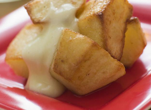 Ziemniaki z sosem /© Photogenica