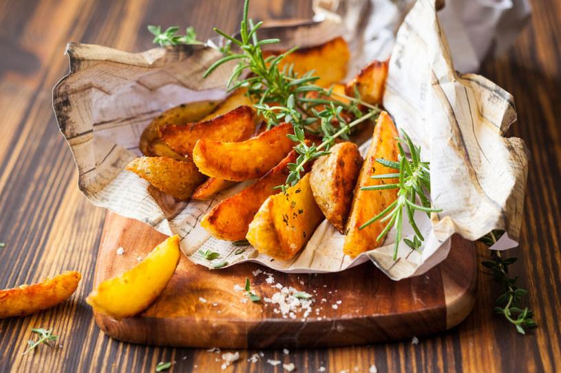 Ziemniaki z ziołami /©123RF/PICSEL