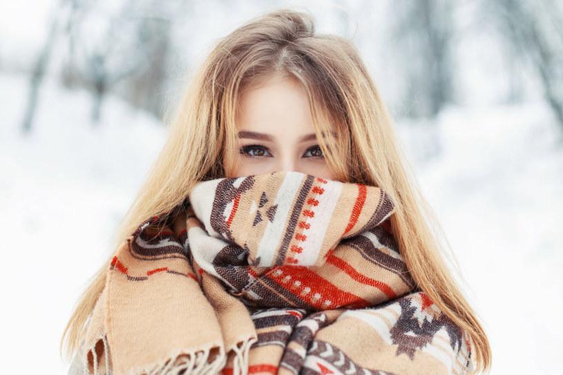 Zimą bez czapki łatwo o przeziębienie włosów /123RF/PICSEL
