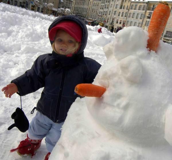 Zima cieszy dzieci /AFP
