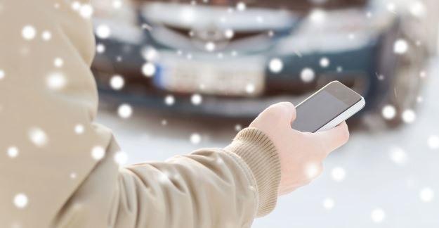 Zima i niskie temperatury mogą być szkodliwe dla telefonów oraz innych mobilnych urządzeń /123RF/PICSEL