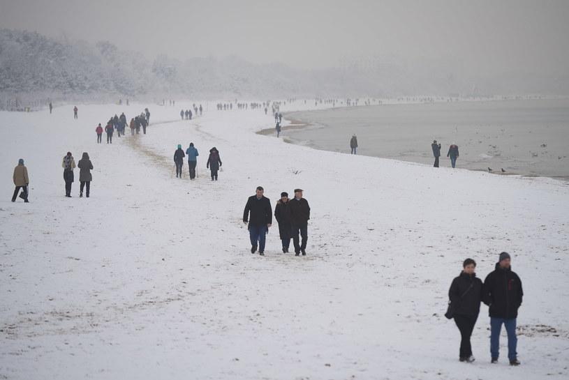 Zima nad Bałtykiem / Adam Warżawa    /PAP