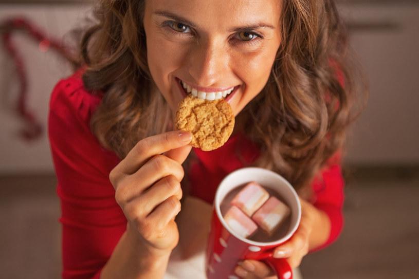 Zimą nie katuj się ostrymi dietami. Twój organizm potrzebuje teraz o wiele więcej energii niż w innych porach roku /123RF/PICSEL