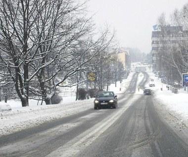 Zima nie odpuszcza, na niektórych drogach ślisko