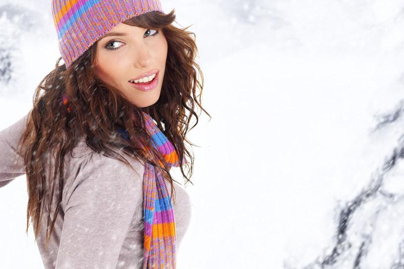 Zima niestety nie ma litości dla naszego ciała. O włosy, skórę twarzy i nie tylko musimy porządnie zadbać /123RF/PICSEL