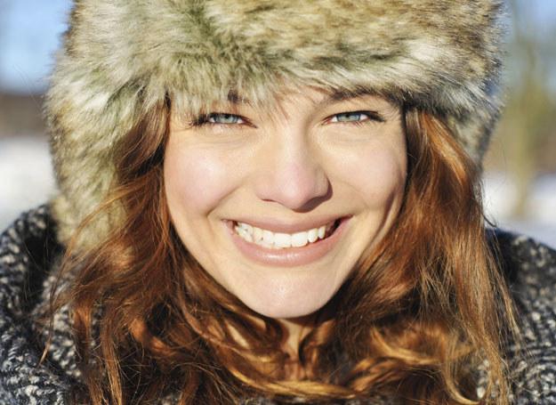 Zimą o włosy trzeba szczególnie zadbać /materiały promocyjne