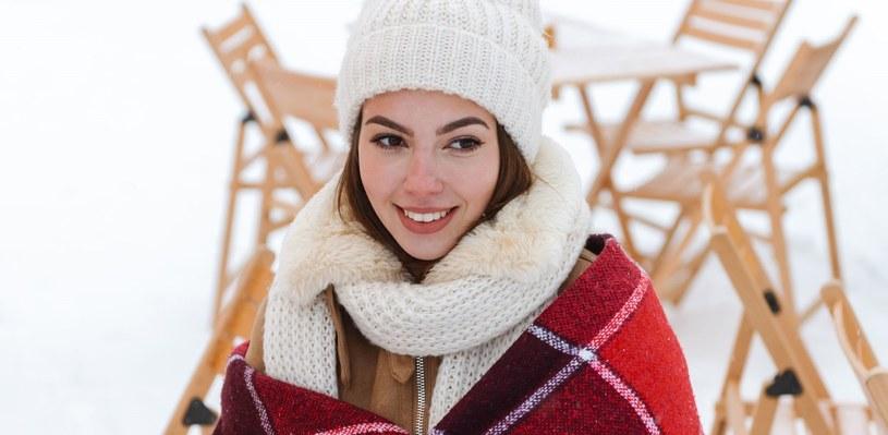 Zimą skóra jest bardziej słonna do przesuszeń i łuszczenia się /123RF/PICSEL