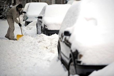 Zima to ciężki okres dla kierowców /AFP