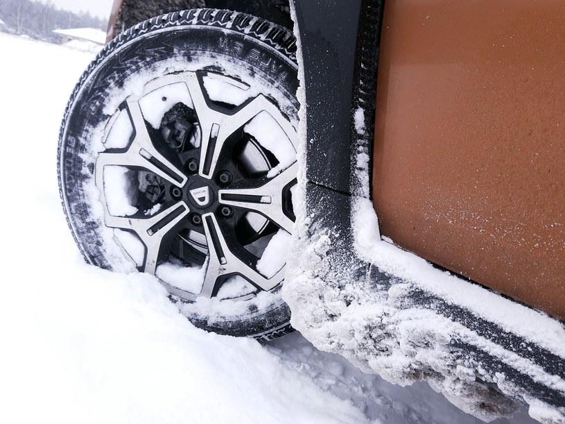 Zima to trudny czas dla samochodów i kierowców /INTERIA.PL