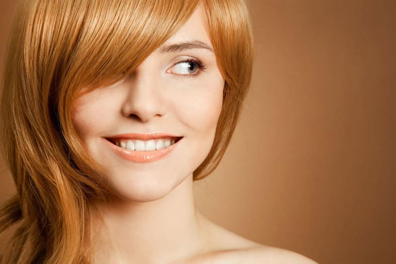 Zimą włosy przysparzaja nam więcej problemów niż o innych porach roku /123RF/PICSEL