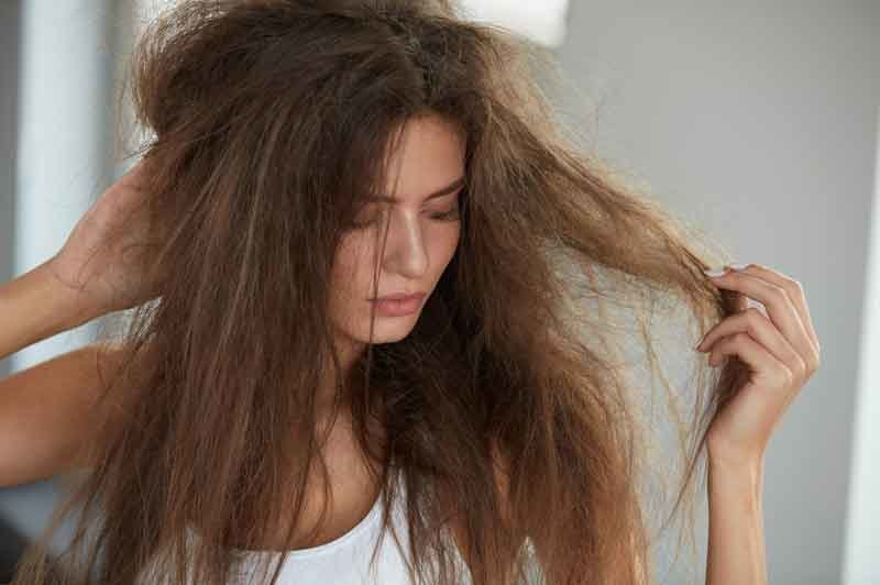 Zimą włosy sprawiają więcej problemów /123RF/PICSEL