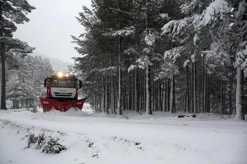 Zima zaskoczyła kierowców /AFP
