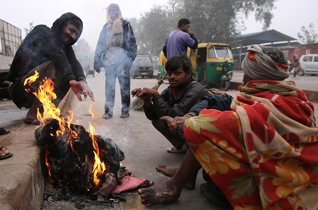 Zima zbiera tragiczne żniwo w Indiach /EPA