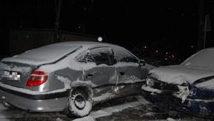 Zima znów zaatakowała. Ciężkie warunki na drogach