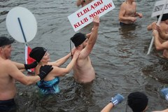 Zimna woda zdrowia doda! Morsy rozpoczęły sezon