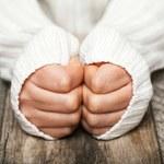 Zimne dłonie i stopy to nie tylko słabe krążenie