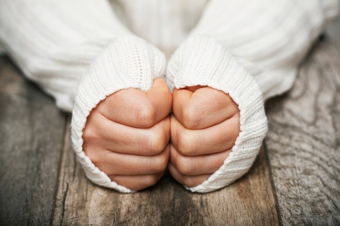 zimne dłonie /© Photogenica