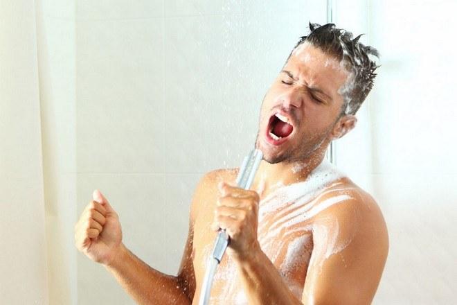 Zimny prysznic z rana /© Photogenica