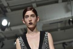 """""""Zimowa"""" paryska moda: Krótkie płaszcze i… mini-spódniczki!"""