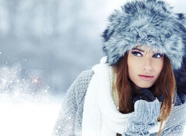 Zimowy makijaż powinien upiększać twarz i dobrze ją chronić przed chłodem /123RF/PICSEL