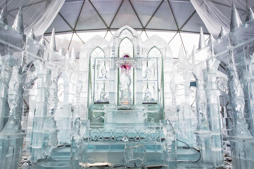 Zimowych artystów może zainspirować postawiona 8 grudnia Tatrzańska Świątynia Lodowa /123RF/PICSEL