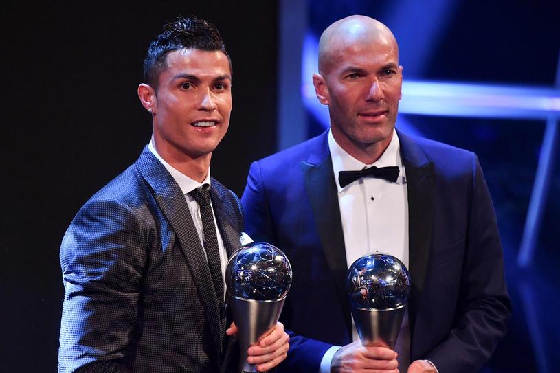 Zinedine Zidane (z prawej) i Cristiano Ronaldo /AFP