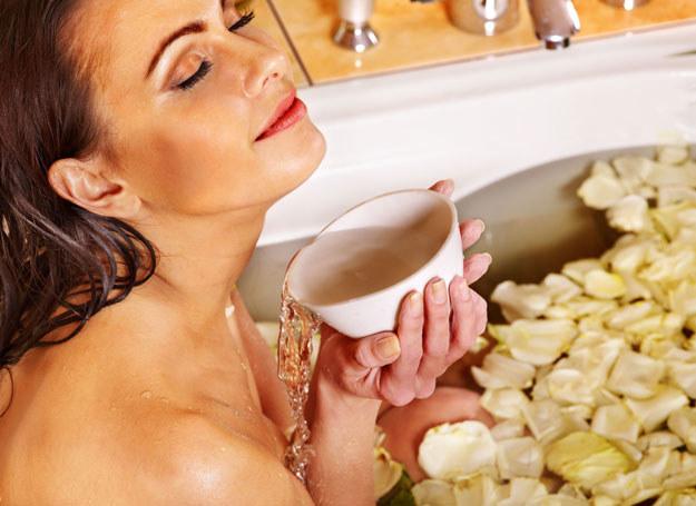 Ziołową kąpiel możesz przygotować sama /123RF/PICSEL