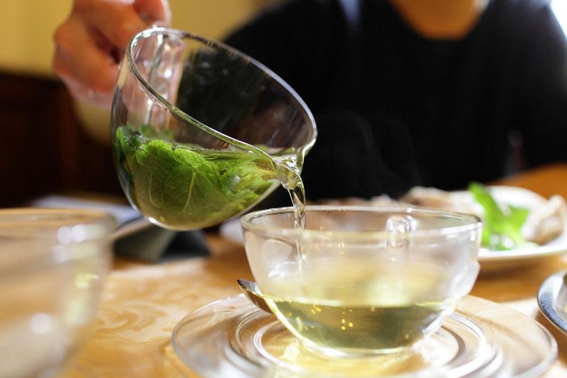 Ziołowe herbaty zdziałają cuda, wystarczy pić je regularnie /123RF/PICSEL