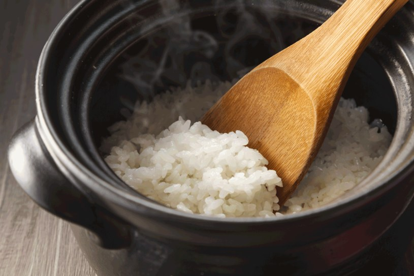 Zjadaj ryż natychmiast po przygotowaniu /123RF/PICSEL
