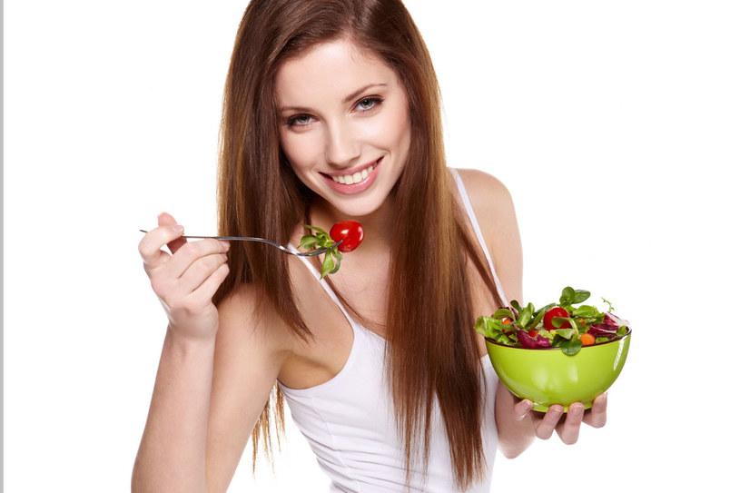 Zjadanie warzyw to tani i łatwy sposób na zdrowe serce /123RF/PICSEL