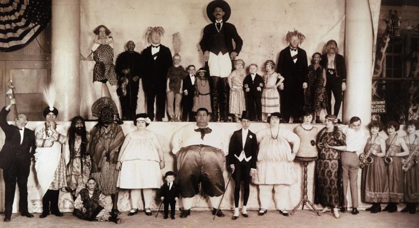 """Zjazd """"dziwolągów"""" z trupy cyrkowej braci Ringling zgromadził najsłynniejsze postacie w branży /domena publiczna"""