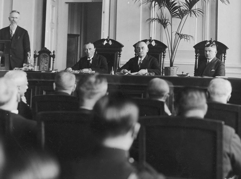 Zjazd Zrzeszenia Sędziów i Prokuratorów RP, 1932 rok. Na sali rzecz jasna sami mężczyźni (domena publiczna) /Ciekawostki Historyczne